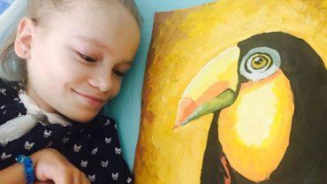 Kate cierpi na dystrofię mięśni, ale nic nie powstrzyma jej przed malowaniem, a robi to wspaniale!