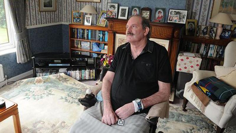 """""""Zabrali mi wolność!"""" Złodzieje okradli niepełnosprawnego mężczyznę ze specjalistycznego sprzętu, który był dla niego bezcenny"""