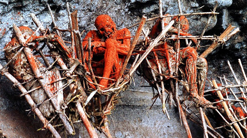 Świat wstrzymał oddech, gdy wyszło na jaw, co plemię Angu robi z nieboszczykami! Takie rzeczy dzieją się w XXI wieku