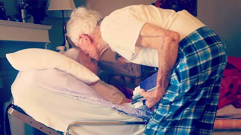 Wyszeptał umierającej żonie poruszające do głębi słowa. Te piękne zdania pozostaną w pamięci rodziny już na zawsze!