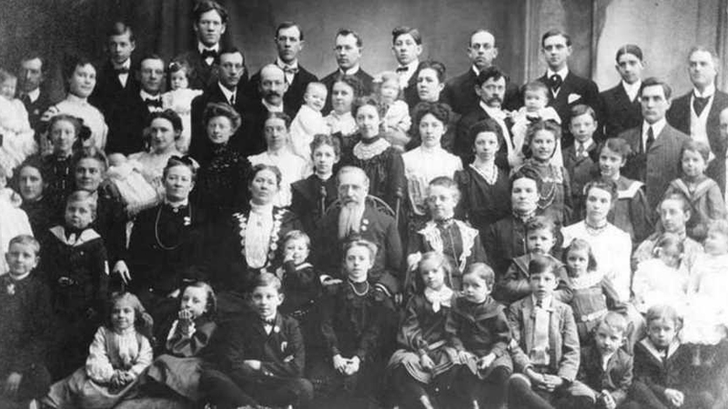 10 par, które biły rekordy pod względem liczby dzieci. Dzisiejsze wielodzietne rodziny to przy nich pikuś!