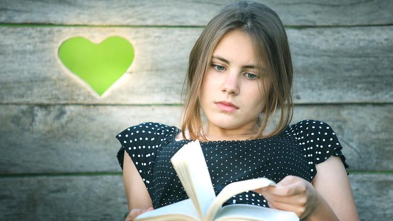 Chcesz być wrażliwszy i lepiej rozumieć innych? Sięgnij po książkę! Naukowcy uznali, że to najlepszy lek na brak empatii