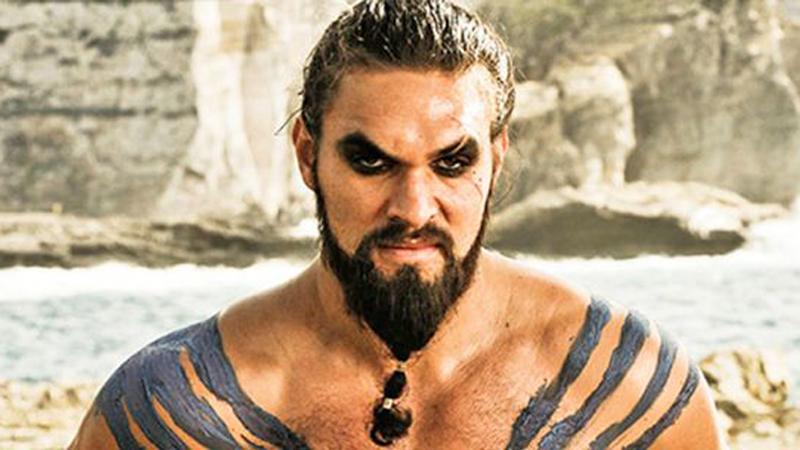 """Jason Mamoa na cenzurowanym. Aktor """"Gry o tron"""" pozwolił sobie na wyjątkowo głupi żart. Po tych słowach straci w oczach setek fanów"""
