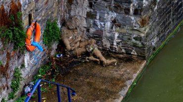 Pod mostem w Bristolu znaleziono dziwną, tajemniczą mumię. Performance z okazji Halloween, czy może coś znacznie mroczniejszego?