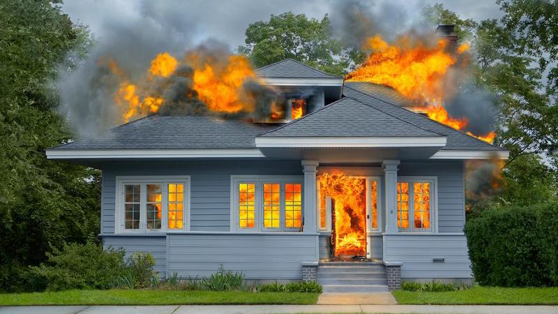 Mężczyzna próbował zabić pająka przy użyciu...palnika gazowego. Insekt zdołał mu uciec, za to dom doszczętnie strawiły płomienie