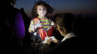 Turecka firma sprzedawała uchodźcom fałszywe kamizelki ratunkowe. Kapoki, zamiast wypierać, nasiąkały wodą. Ile ludzi przez nie utonęło?