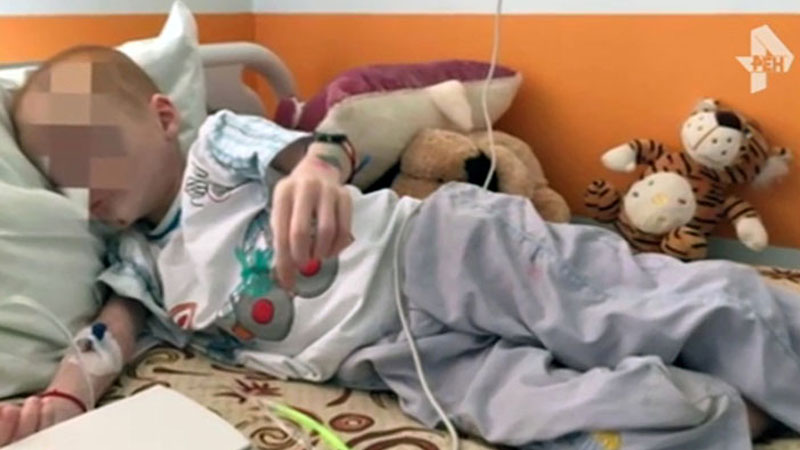 Miał nogi niczym wykałaczki i wydęty brzuch. 11-latek ważył niecałe 13 kg. Matka głodziła go dla zasiłku
