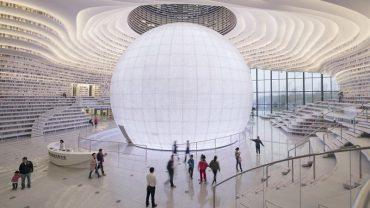 """Ogromny pawilon nie z tego świata – tak wygląda """"Oko Binhai"""". W tym niezwykłym miejscu znajdziecie ponad 1,2 mln książek"""