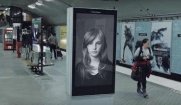Ten billboard wygląda jak zwykła reklama, ale w rzeczywistościma znacznie ważniejszą misję… Wobec tego przekazu nie można przejść obojętnie