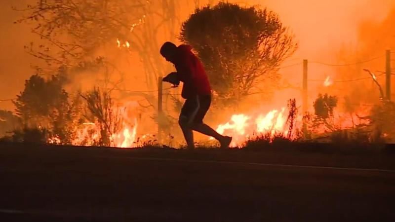 Wokół szalały płomienie, ale ten mężczyzna wziął nóg za pas, bo dostrzegł, że nie tylko on potrzebuje pomocy