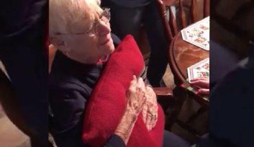 Kiedy babcia zobaczyła prezent od dzieci, płakała. Nie spodziewała się tak ważnego dla jej zbolałego serca podarku