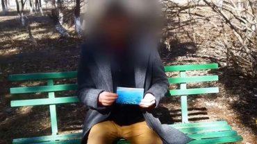 Twierdzi, że jest podróżnikiem w czasie, a na dowód pokazuje zdjęcia z przyszłości. Wierzycie mu?