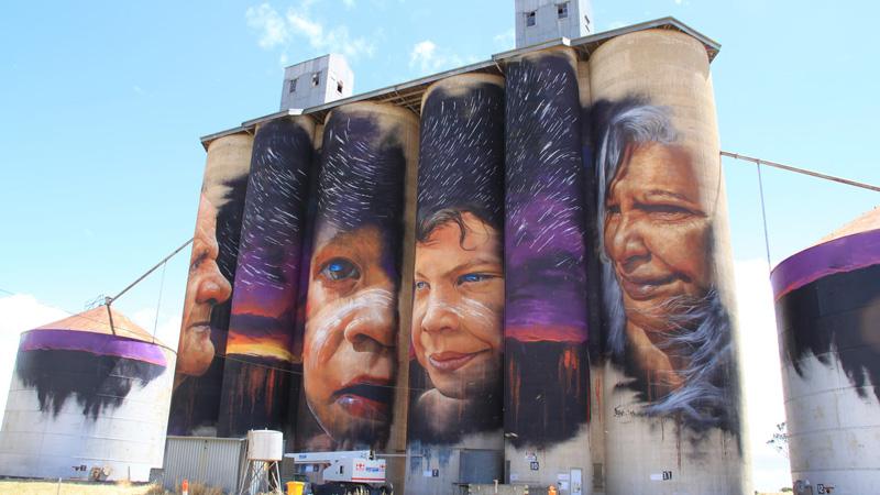 Zaniedbane silosy zamienili w dzieła sztuki. Dziś to największa plenerowa galeria w Australii