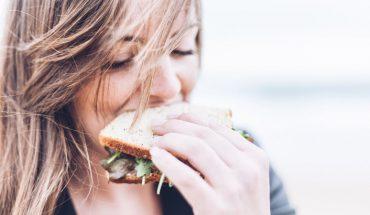 Robisz którąś z tych 5 rzeczy po posiłku? Przeproś za nie swoje ciało i natychmiast z nich zrezygnuj