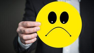 6 zachowań, które unieszczęśliwiają ludzi – wyeliminuj je z życia już dziś