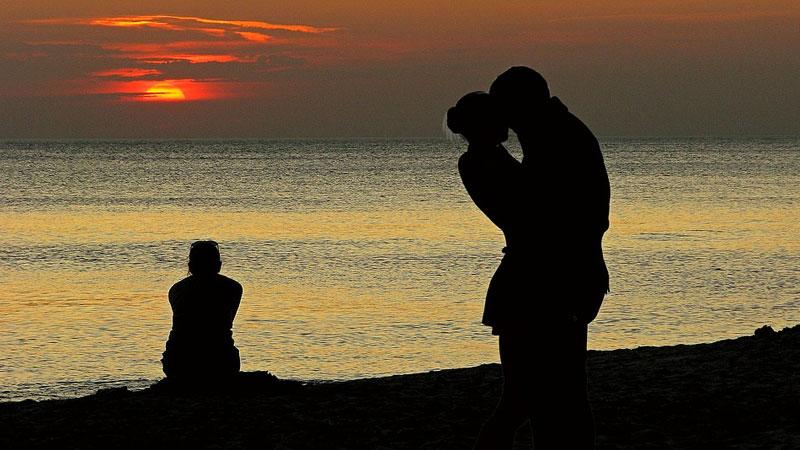 Mężczyźni zdradzają powody, dla których pomimo swej niewierności nie chcą odchodzić od żon. Ich cynizm zaskakuje