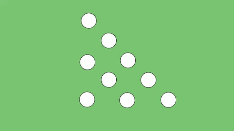 Przełóż tylko dwie kulki i zmień trójkątny układ na kwadratowy. To zadanie wcale nie jest takie proste