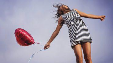 4 najprostsze zasady bycia szczęśliwym. Tak niewiele trzeba, by w pełni cieszyć się życiem