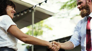 16 sztuczek psychologicznych, które pomogą ci zostać mistrzem konwersacji