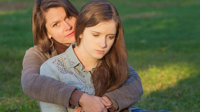 7 zachowań nadopiekuńczych rodziców, które nie pozwalają się dziecku rozwijać. To nie służy ani tobie, ani twojemu dziecku
