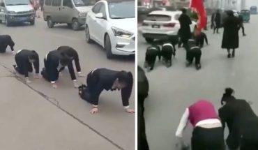 Ruchliwą ulicą przeszła nietuzinkowa procesja. Ludzie czołgali się i pełzali z jednego okrutnego powodu