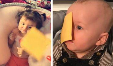 Rodzice rzucają plasterkami sera na swoje dzieci. Zgadnijcie tylko, po co to robią