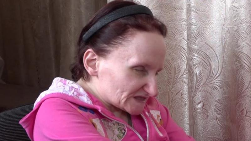 Przez 30 lat trzymała córkę w zamknięciu, chroniąc ją przed okrutnym światem. Szaleństwo czy nadopiekuńczość?