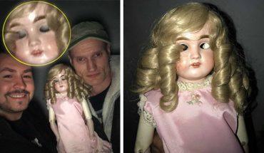 Nawiedzona lalka mruga, mimo że nie ma oczu i powiek. Jej właścicielka błagała, by ktoś ją od niej zabrał