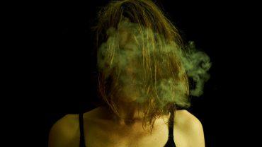 8 pozornie nieszkodliwych komentarzy, które doprowadzają ludzi do psychicznej ruiny. Uważajcie na te słowa