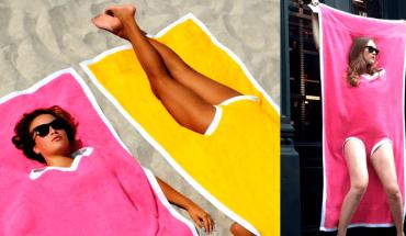 """Wybierasz się na plażę? Lepiej nie ruszaj się bez """"towelkini""""! To strój obowiązkowy wszystkich modnych pań"""