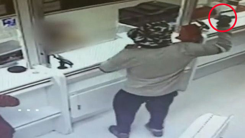 Wszedł do banku z granatem i zażądał pieniędzy. Gdy policja go złapała, odkryła zabawny szczegół