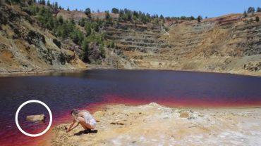 Wybrała się nad jezioro nie z tej ziemi. 2 lata później na jej zdjęciach odkryto makabryczny detal