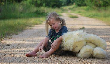 """11 powodów, przez które gubią się dzieci. Jak twierdzą ratownicy """"sezon"""" na zaginięcia właśnie się zaczął"""
