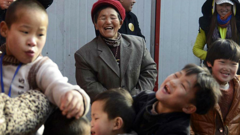 Przez 47 lat spała po 2 godziny dziennie. Ocaliła 45 adoptowanych dzieci