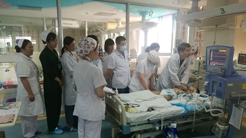 30 lekarzy na zmianę wykonywało masaż serca 8-latka. Ustawili się w kolejce do ratowania mu życia!