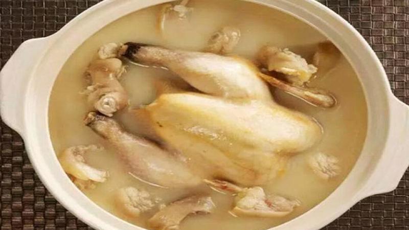 Babcia pokazała jak oczyścić kurczaka z antybiotyków i hormonów wzrostu! Od dziś będę robić tak samo