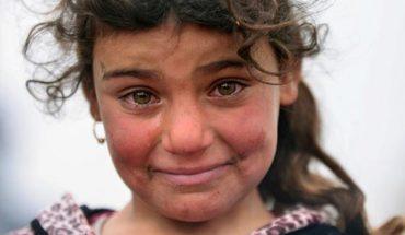 Fotograf poprosił tę iracką dziewczynkę o uśmiech. Oto co otrzymał! Serce pęka…