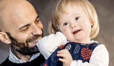 Samotny gej adoptował dziewczynkę z zespołem Downa odrzuconą przez 20 rodzin!